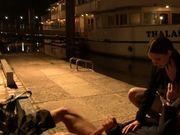Elle finit sa soirée baisée sur les quais de Seine