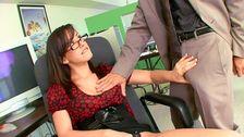 Une secrétaire bien vicieuse