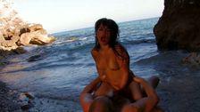 On défonce une grosse salope à la plage