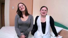 Deux jeunes étudiantes pour cinq bites