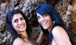 Deux copines se font rejoindre par un détraqué du pénis