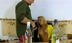 Elle prend du bon temps avec son boss