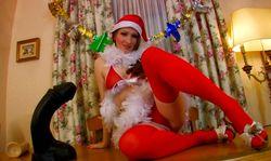 Une jolie rousse vous souhaite un Joyeux Noël!